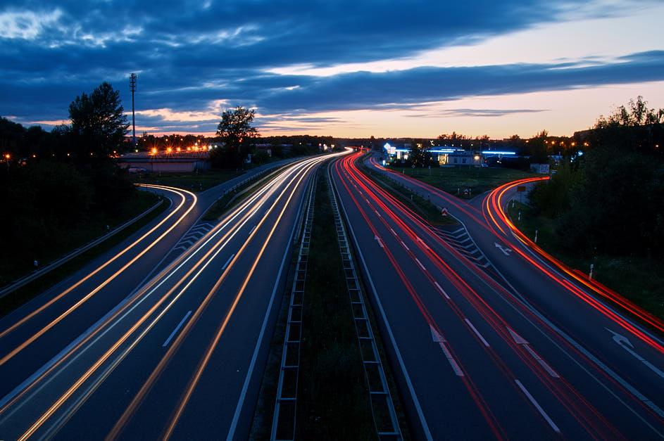 Lichtzieher – Langzeitbelichtung bei Nacht