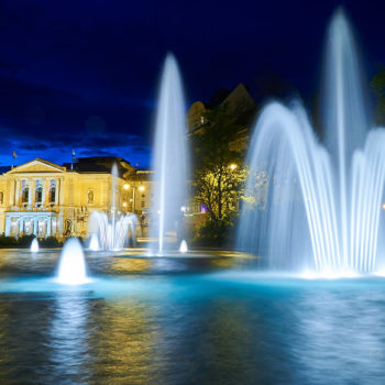 Die Oper mit dem Brunnen